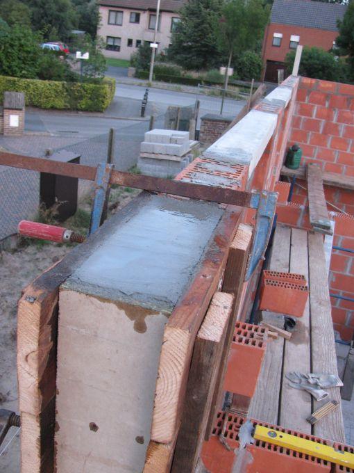 Voila, opgevuld met beton, een paar dagen laten uitharden vooraleer de bekisting te verwijderen, vochtig houden ondertussen.