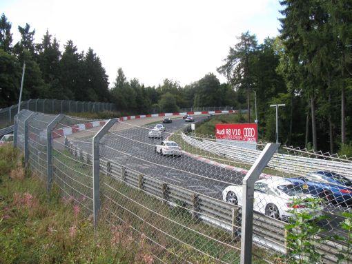 Eventjes aan de Nürburgring gaan kijken naar een bende rijken die met hun Porsche gelijk een bomma rondjes reden.