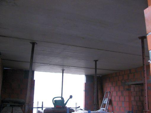Een detail van het tijdelijk stutten.  dit moet nog veranderen voor de beton gegoten wordt !!