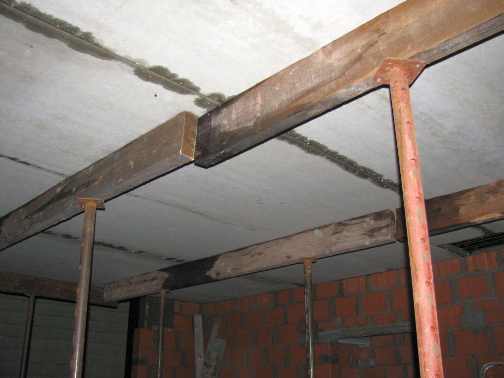 Gieten van de vloerplaat voor de verdieping doehetbeterzelf - Plafond met balk ...