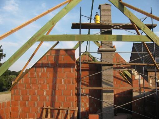 De binnenmuren zijn ook gelijk gemetst.  14 cm onder de bovenkant van de daklatten, zodat er nog isolatie tussenkan.