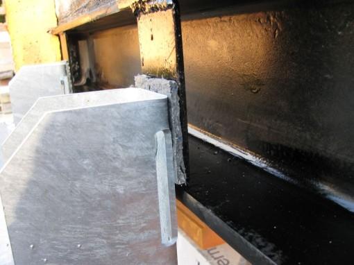 De koudebrug voor een stuk onderbroken.