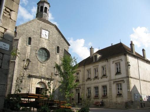 De kerk en het gemeentehuis uit de film