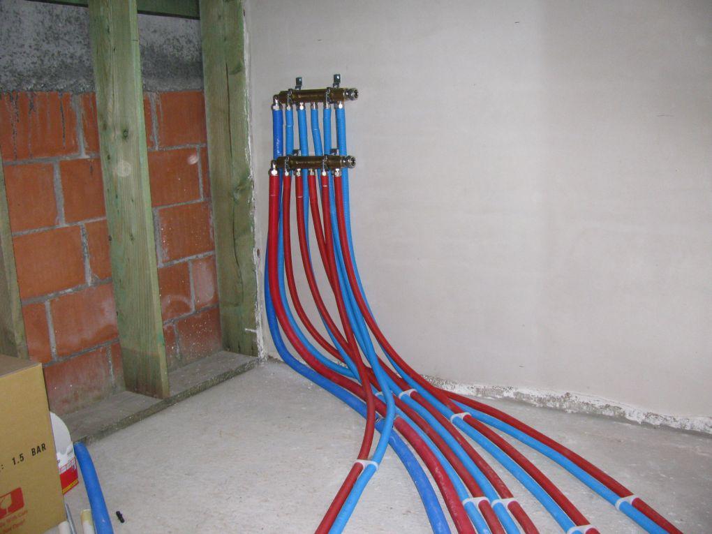 Collector centrale verwarming huishoudelijke apparaten vanuit een andere hoek - Zits verwarming ...