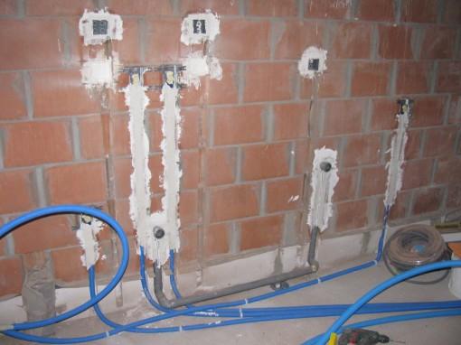 van links naar rechts : vullen regenwaterput - uitgietbak - vaatwas afvoer - vaatwas toevoer