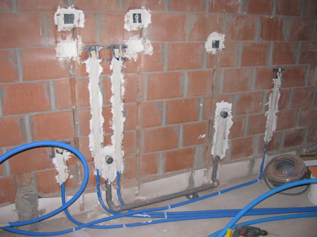 Cement Wand Badkamer ~   vullen regenwaterput  uitgietbak  vaatwas afvoer  vaatwas toevoer