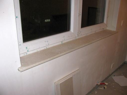 Dit is het resultaat.  Kleur op de foto komt niet tot zijn recht met al die witten vlakken.  De vensterbank is ruwe natuursteen, gelijkaardige kleur als mijn vloer.
